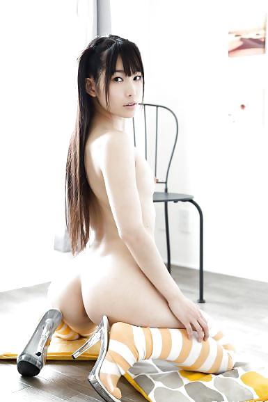 Geile asiatische Huren zeigen ihren nackten Arsch.