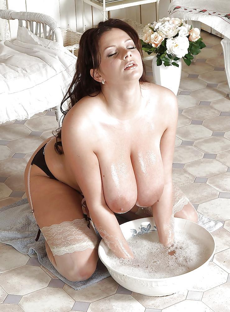 Wohlgeformte Schlampen mit grossen Titten möchten befriedigen. - Bild 6