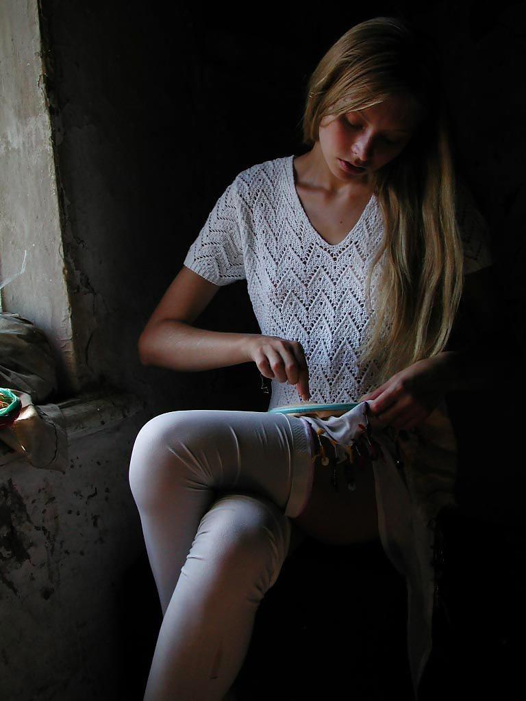 Die dünne Fotze ist im Russland. - Bild 4