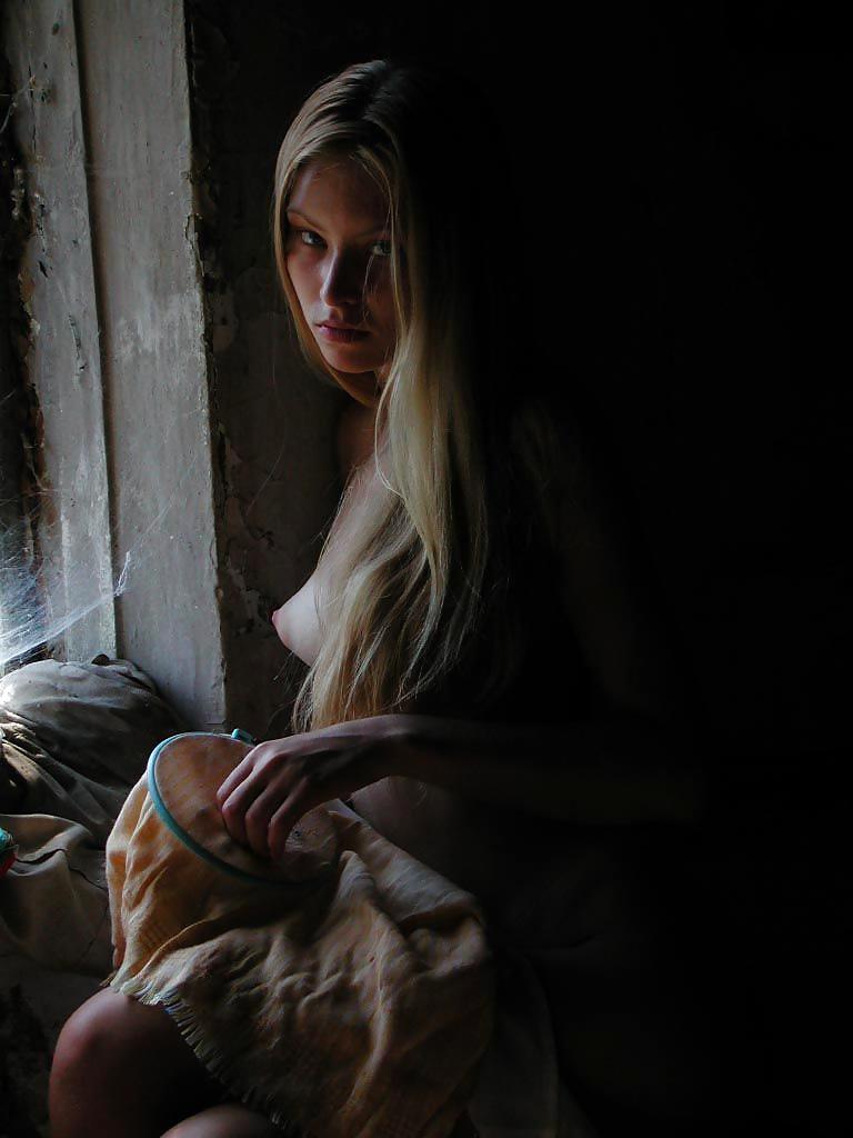 Die dünne Fotze ist im Russland. - Bild 7