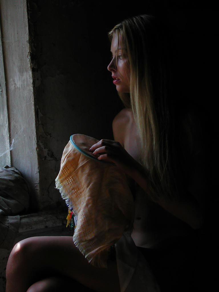 Die dünne Fotze ist im Russland. - Bild 8