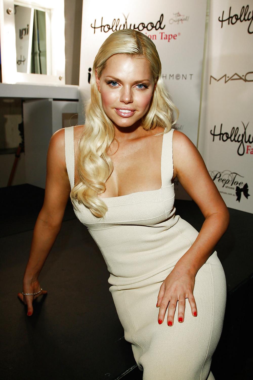 Die blonde Schauspielerin ist selbstsicher. - Bild 5