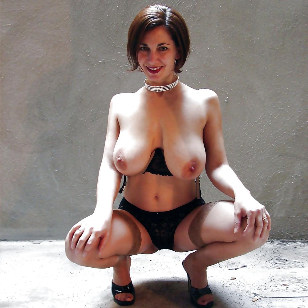 Diese Mutter haltet ihre Muschi in Stand. - Bild 6