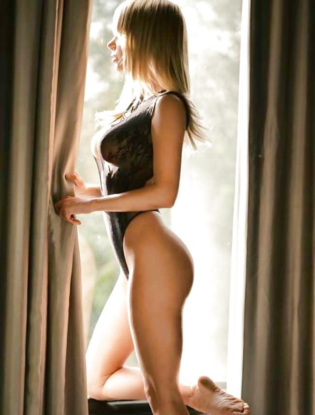 Die Blondine hat perfekten Körper zu den Bilder. - Bild 3
