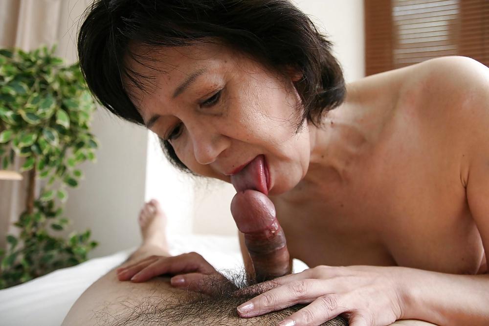 Diese asiatische Dirne blasen kleinen behaarten Pimmel. - Bild 2
