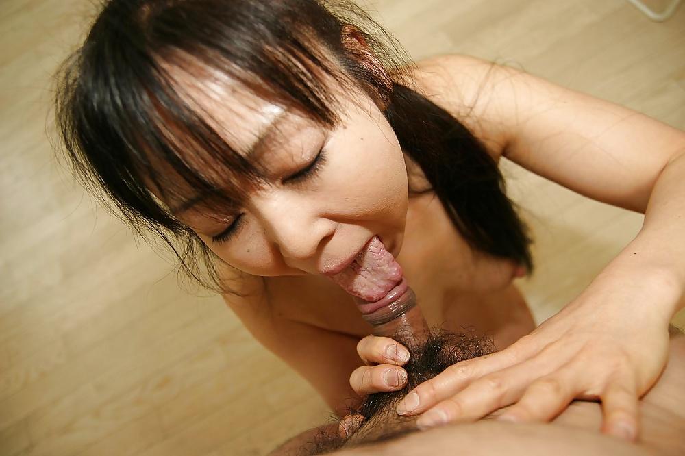 Diese asiatische Dirne blasen kleinen behaarten Pimmel. - Bild 3