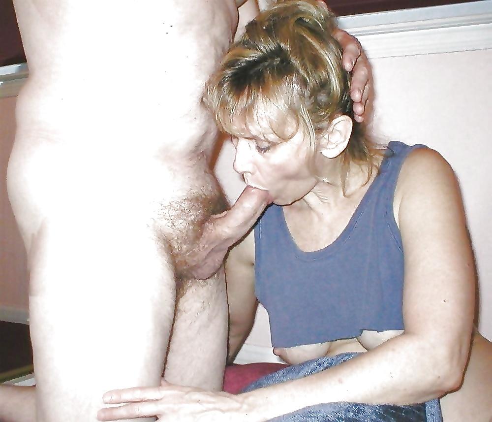 Die ausgehungerten Dirnen halten den Schwanz in ihrem Mund gern. - Bild 10