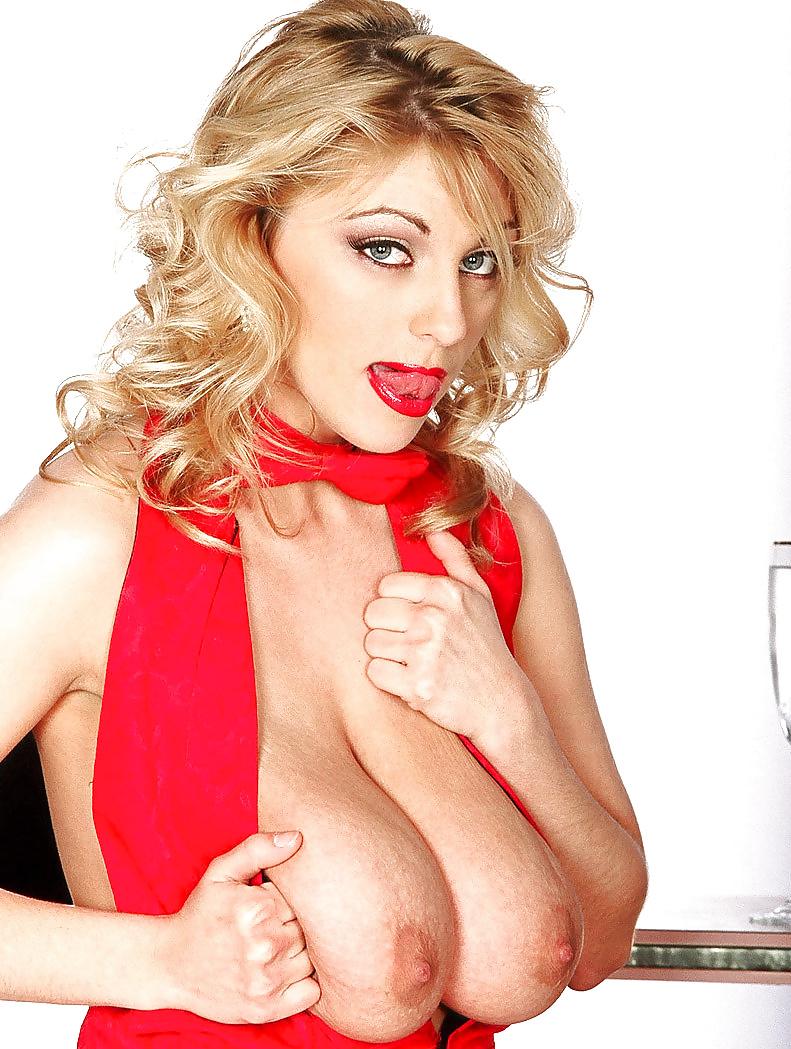 Geile Blonde fühlt mit ihren dicken Titten gar nichts. - Bild 2