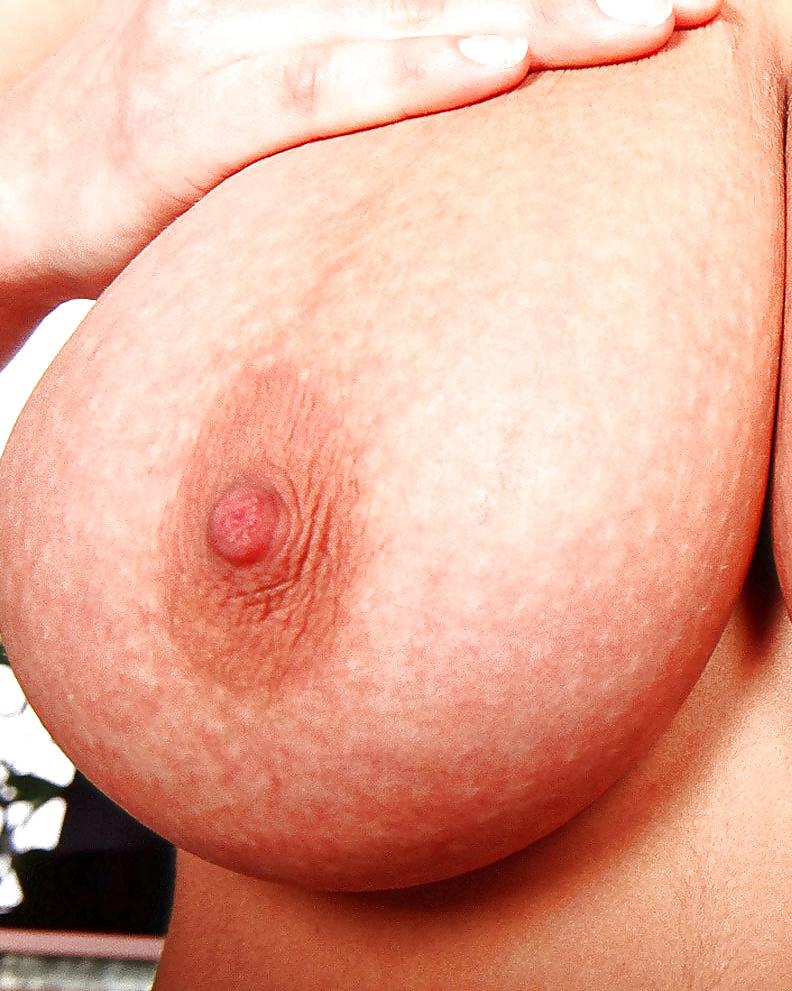 Geile Blonde fühlt mit ihren dicken Titten gar nichts. - Bild 7