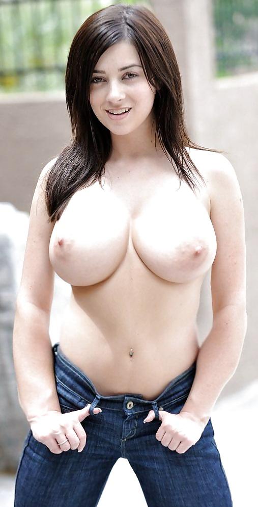 Rücken der Dirne verträgt ihre dicke Titten. - Bild 5