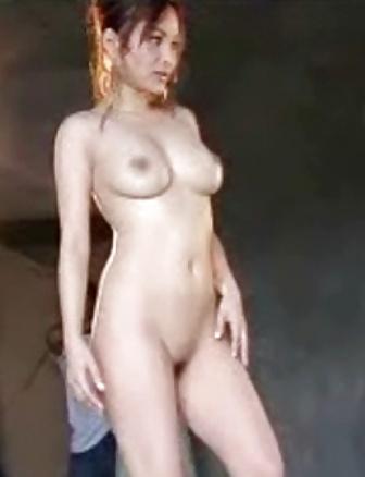 Nackte asiatische Titten und behaarte Muschi widg gefotografiert. - Bild 2