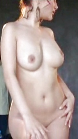 Nackte asiatische Titten und behaarte Muschi widg gefotografiert. - Bild 3