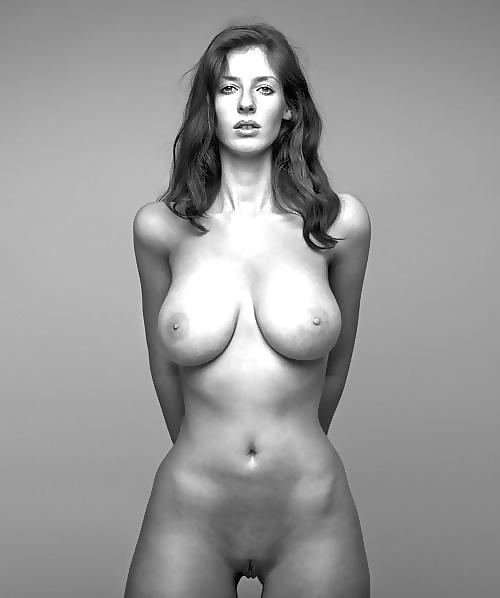 Diese wohlgeformte Brüste haben Haltung. - Bild 9